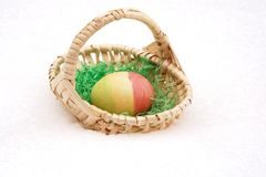 Easterbasket in snow Royalty Free Stock Images