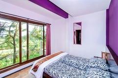 Nice en Koele Slaapkamer stock afbeeldingen