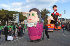 NICE, FRANKRIJK - FEBRUARI 26: Carnaval van Nice in Franse Riviera Het thema voor 2013 was Koning van de vijf continenten Stock Afbeeldingen