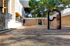 Nice, Frankrijk - Oktober 22, 2011 Stichting Maeght Eduardo Chillida Sculpturs in openluchttuin Stock Foto's