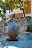 Nice, Frankrijk - Oktober 22, 2011 Stichting Maeght Sculpturs in openluchttuin Stock Fotografie