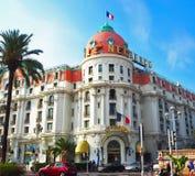 NICE, FRANKRIJK - SEPTEMBER 27, 2017: Voorgevel van een luxehotel in Nice, Frankrijk Promenade des anglais, Kooi D ` Azur Royalty-vrije Stock Foto's