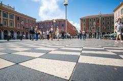 Nice Frankrike - Maj 19 2017 - rutigt golv av den Massena fyrkanten royaltyfria bilder