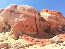 Nice kleurde wervelingen op de rotsen Stock Afbeeldingen