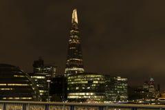 Nice in openlucht en architectuur bij nacht in Londen Groot-Brittannië Royalty-vrije Stock Afbeeldingen