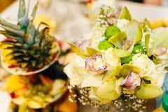 Nice se och smaklig matananas på bröllop Royaltyfri Foto