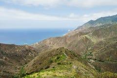 Nice sikter längs drevet på TFEN-134 i Tenerife Arkivbilder