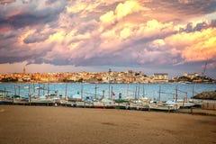 Nice tyst sjösidaby Palamos av spanjor arkivfoton