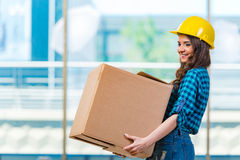 The nice young woman carrying box Royalty Free Stock Photography