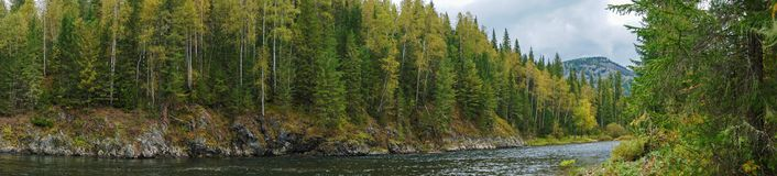 Nichka河在秋天全景 库存图片