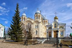 Nicholas Church i den Verkhotursky kloster royaltyfri bild