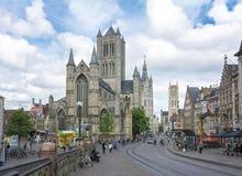 Nicholas kyrktar, det Belfort tornet och St Bavo Cathedral, herren, Belgien royaltyfri foto