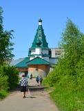 Nicholas The Wonderworkers Tempel am Sommertag Regelung von Volzhsky, Rybinsk, Yaroslavl-Region lizenzfreie stockfotografie