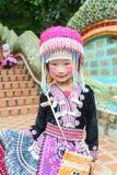 Nicht identifizierte Hmong-Kinder 4-6-Jährige Versammlung für Fotografie Stockbild