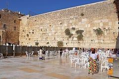 Nicht identifizierte Pilger und Touristen nahe den Klagemauerfrauen zerteilen, Jerusalem, Israel lizenzfreies stockbild