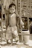 Nicht identifizierte Straßenkinderaufstellung Lizenzfreie Stockfotografie