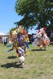 Nicht identifizierte Tänzer des amerikanischen Ureinwohners am NYC-Kriegsgefangen wow Stockbilder