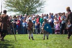 Nicht identifizierte Teilnehmer von Rekawka - polnische Tradition, gefeiert in Krakau am Dienstag nach Ostern Stockfotos