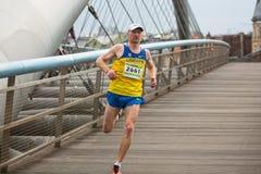 Nicht identifizierte Teilnehmer während des jährlichen Krakau-International Marathons Stockfotografie