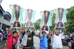 Nicht identifizierte thailändische Fußballfane in der Aktion Stockbild