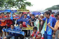 Nicht identifizierte thailändische Fußballfane in der Aktion Stockfoto