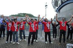 Nicht identifizierte thailändische Fußballfane in der Aktion Lizenzfreie Stockbilder