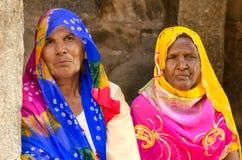 Nicht identifizierte zwei Frauen bei Kumbhalgah in Rajasthan, Indien Lizenzfreie Stockbilder