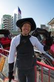 Nicht identifizierter Guten Tag sagender Asakasa-Rikschafahrer Stockbilder
