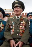 Nicht identifizierter lächelnder Weltkriegveteran Stockfotos