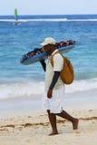 Nicht identifizierter Strandverkäufer an Bavaro-Strand in Punta Cana Lizenzfreies Stockbild