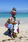 Nicht identifizierter Strandverkäufer an Bavaro-Strand in Punta Cana Stockbild