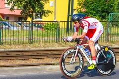 Nicht identifizierter Teilnehmer der 70. Polen-Rundfahrt, die 7. Etappenrennen in Krakau, Polen radfährt Stockfotos