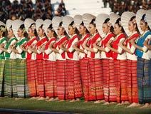 Nicht identifiziertes schönes in der thailändischen Seide in den 40. Thailand-Hochschulspielen Lizenzfreie Stockfotografie