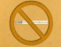 Nichtraucher auf Korkenvorstand Stockfotografie