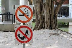 Nichtraucher- und kein Fischenzeichen Stockfoto