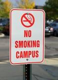 Nichtrauchercampus kennzeichnen innen Parkplatz Lizenzfreie Stockbilder