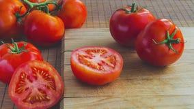 Nichts ist besser als eine gute Tomate stockfotografie