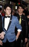 Nick Jonas en Joe Jonas Stock Foto