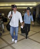 Nick Lachey avec l'amie Vanessa Manillo chez LAX Photographie stock
