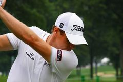Nick Watney etes the ball Stock Image