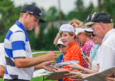 Nick Watney signe des autographes à l'US Open 2013 Photos libres de droits