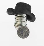 Nickel de bison américain avec une pile des nickels et de chapeau de cowboy images stock