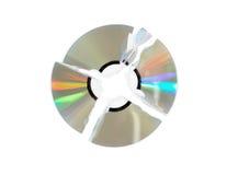 Único disco (CD) quebrado de DVD. Isolado. Foto de Stock