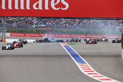 Nico Hulkenberg Sahara Force India- und Marcus Ericsson Sauber-Abbruch am Anfang des Rennens Stockbild