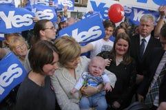 Nicola Sturgeon avec le bébé Images stock