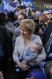 Nicola Sturgeon con el bebé Foto de archivo libre de regalías