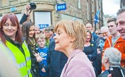 Nicola Sturgeon First Minister som lyssnar Arkivbild