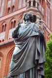 哥白尼纪念碑nicolaus托伦 库存照片