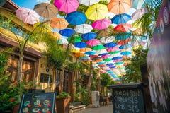 NICOSIA CYPERN - SEPTEMBER 19: Kafé på den Arasta gatan, en turist Arkivfoton