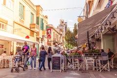 NICOSIA - 13 DE ABRIL: Calle de Ledra, una calle importante de las compras Imagen de archivo libre de regalías